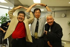 左:ブッチー武者さん 右:城後光義さん に挟まれて本校の関谷校長もポーズ!